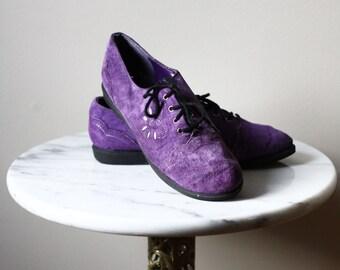 1980s purple suede shoes // purple sneakers // vintage shoes