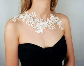 large white/black lace bib necklace // floral necklace// shoulder jewelry /vintage bridal wedding lace acessory // gift for her