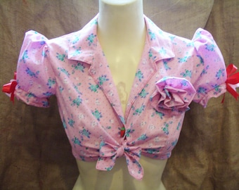 Cute,pink floral polka dot print,tie-up,cropped puff sleeve blouse with flower brooch!1930's/1940's/1950's,pin-up,rockabilly,vintage!