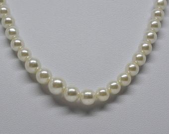 Gorgeous Faux Pearl Necklace