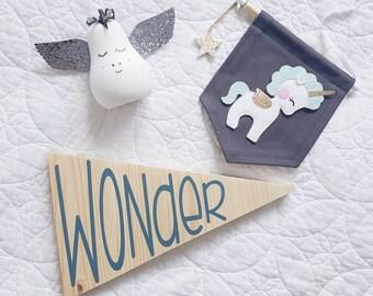 Wooden wall plaque 'Wonder'