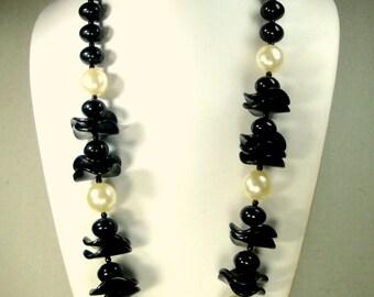 MOD Black Beads n Pearls Necklace 1970s Dressy Plastic Long Jazzy & Crisp Design,