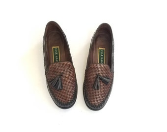 Vintage Womens 8 Cole Haan Loafers Loafer Tassel Oxfords Woven Two Tone Black Brown Slip on Shoes Huaraches Huarache Dress Shoe Fashion Boho