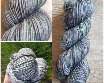 "Hand-dyed yarn ""mist"""