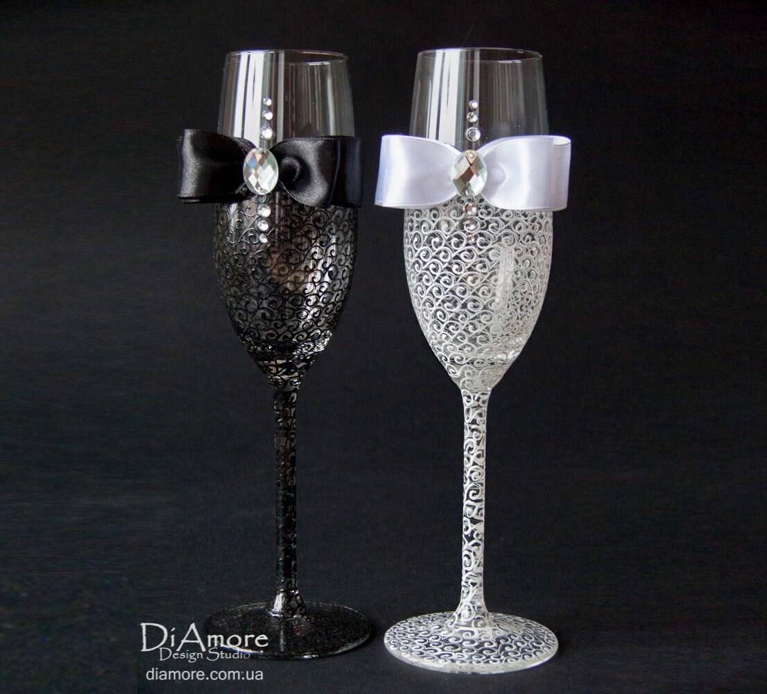 black and white personalized wedding set chagne flutes mr