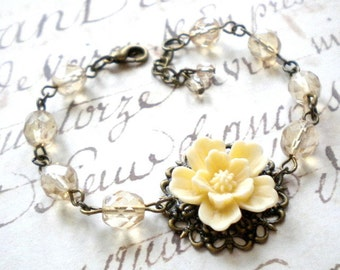 Shabby Chic Bracelet Ivory Flower Bracelet Rustic Wedding Jewelry Shabby Chic Jewelry Ivory Bridesmaid Bracelet Cottage Wedding Jewelry