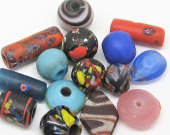 Loose beads. 15 Handmade vintage Venetian glass beads. 10mm - 30mm