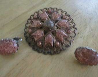 Vintage costume jewelry  / brooch and clip on earrings