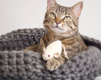 Cat Toys. Catnip Toy. Catnip Mouse. White Cat Toy. Organic Cat Toy. White Mouse. Organic Catnip. Cat Toy. Felted. Mouse.