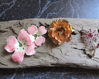 Lot of Flower Pins Brooches Floral pins Pink and Gold Tone