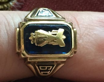 Vintage 10k SOLID yellow   gold class ring 1957 letters J C T size 5