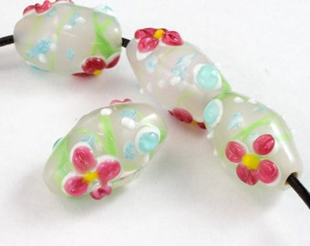 18mm White Barrel with Pink Flowers (4 Pcs) #2834