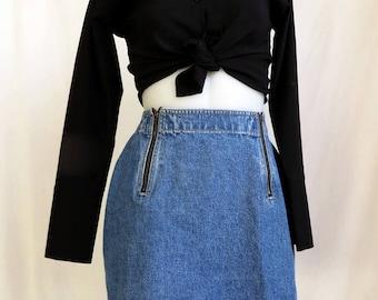 cute denim mini skirt. size small medium.