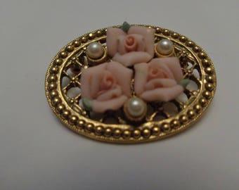Vintage Beautiful Rose Pink Brooch,Elegant Modest Rose Broo, h Vintage Pin Flower Brooch,Circle Modest Brooch with Faux Pearl