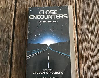 Close Encounters Of The Third Kind Book - Book From Close Encounters Of The Third Kind Movie - Novel By Steven Spielberg - UFO Novel