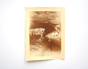 Landscape edge of sea-couple at the foot of rocks France Brittany little photography enthusiast sepia vintage - 11.5 x 8.5 cm - 4.52 in 3.34 x in