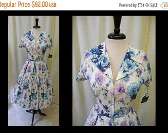 30% OFF ENTIRE STORE Vintage 1950s Dress - Flirty Floral Print Cotton Zip Front 50s Day Dress with Full Skirt