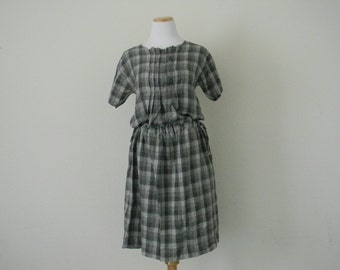 FREE usa SHIPPING Vintage womens  plaid dress/ cotton dress/ gray dress/ loose fitting dress/ pleated dress/ button up dress/ size M-L