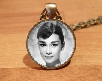 Audrey Hepburn, Audrey Hepburn Necklace, Audrey Hepburn Pendant, Antique Bronze necklace (4)