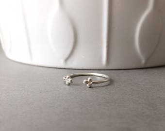 Open ring with dots - Sterling silver dainty open ring - simple silver ring - minimalist ring - trinity - tiny dots ring - silver ring