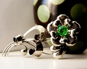 Sterling Silver Flower Brooch  - Emerald Green / Vintage