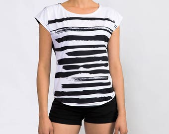 White Black Graphic Tee Zen Style Brush Strokes Print