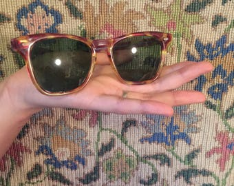 Vintage Wayfarer Style Sunglasses with Bottle Green Lenses