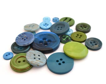 Set of 4 green yearly blue acrylic buttons