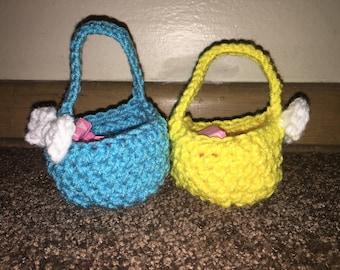 Crochet mini baskets