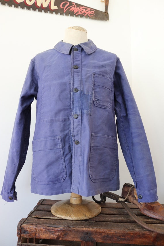 """Vintage 1960s 60s french bleu de travail blue moleskin chore work jacket workwear 45"""" chest sun faded darned repaired (6)"""