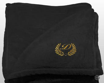 Personalized Multi-use Polar Sofa Bed Travel Fleece Blanket with Leaves - Ref. Dulcelina - Black