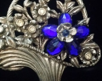 1930s Flower Brooch Beautiful Blue Stone - Stunning when worn