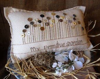 My Primitive Garden Pillow (Cottage Style)