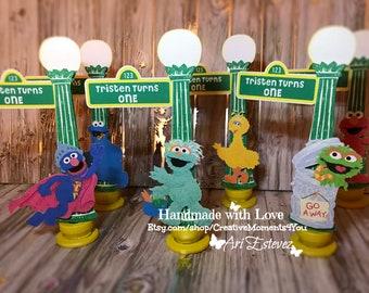 Sesame Street Mini Lamp Post, Elmo/ Sesame Street Food buffet card, Sesame Street Place Cards, Sesame Street Birthday Party / Set of 6