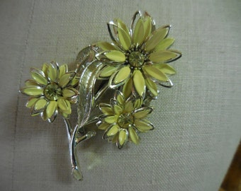 Vintage Gold Tone Yellow Flowers Pin/Brooch Large 1950s to 1960s Retro Rhinestones Enamel