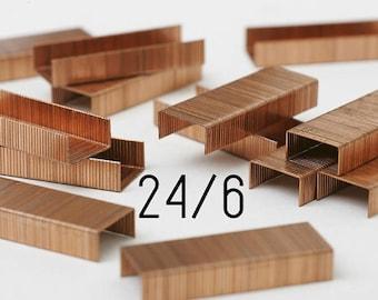 Une boîte de 1000 agrafes en cuivre - SAX - 24/6
