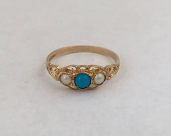 A Gold Turquoise and Pearl Ring