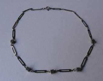 "Vintage Silver Tone Cube & Rectangle Link Necklace (14"")"