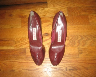 Vintage Andiamo Made In USA Genuine Leather Upper Burgandy Peep Toe High Heel Leather Disco Pumps Shoes Size 7M