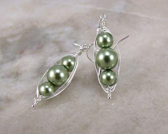 Green glass Pearl Herringbone Wrapped Earring
