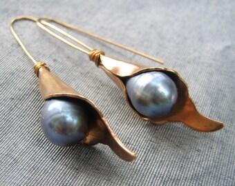 Calla Lily Pearl Earrings