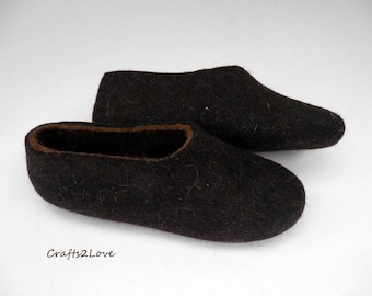 Felted slippers Felt wool slippers men Home shoes Dark brown Eco friendly shoes Warm bedroom slippers Minimalist Natural Made to order