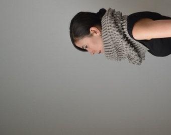 Chunky Cowl Hood, Oatmeal Scarf, Circle Scarf, Snood Scarf, Crochet Scarf Wool, Crochet Infinity Scarf, Bulky Crochet Scarf, Oatmeal  Cowl