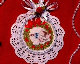 New Handmade Vintage Style Victorian Christmas Card Tree Ornament - Sleeping Kitten