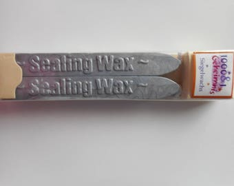 Set of 2 sticks of wax sealing with strand of metallic grey color