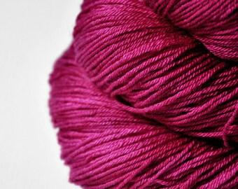Aged venomous heart - Merino/Silk Fingering Yarn Superwash