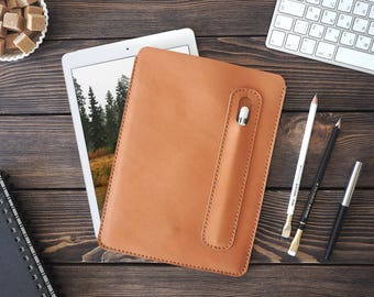iPad Pro 10.5 leather cover. iPad Pro and Apple Pen holder. iPad leather case. Light brown color.
