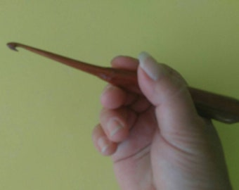 Wooden Crochet Hook - Size H, 5mm - Hand Turned Out of Beautiful Cedar - Lightweight and Comfortable - Affordable - Ergonomically Designed