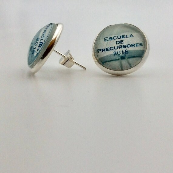 JW English or Spanish  2018 Pioneer Scool Post  Earrings.  Antique Brass or Silver plated. Blue velvet gift pouch included.