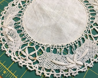 "9"" vintage crochet doily with flower pattern"